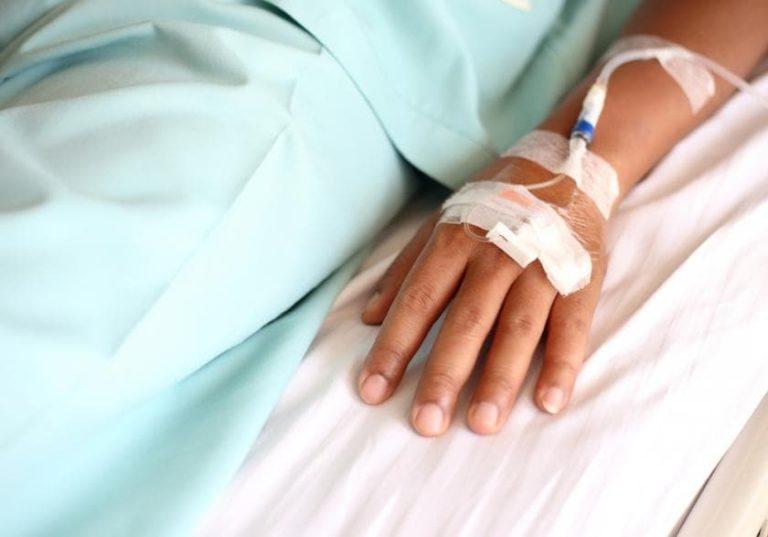 truyền nước biển ở bệnh viện